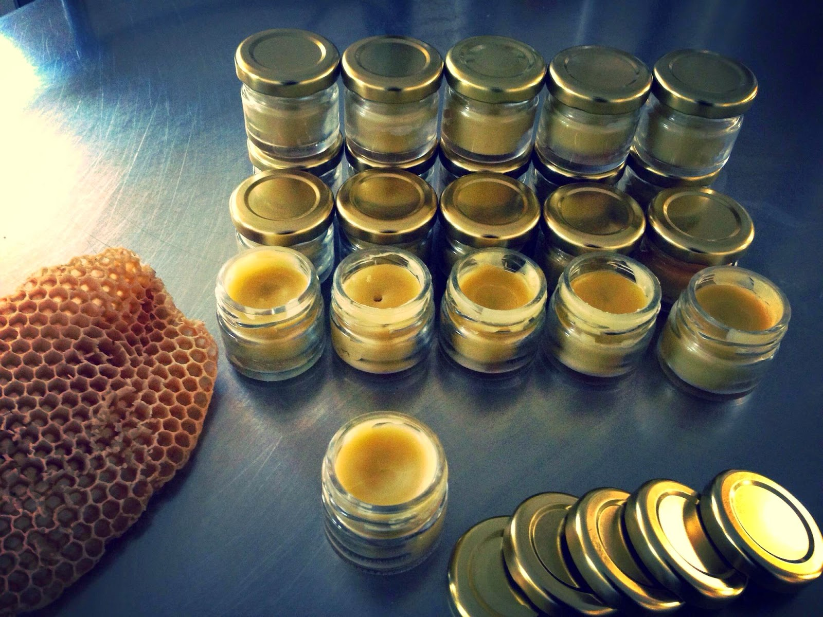 Ointment with beeswax , olive oil , honey, propolis and aloe .